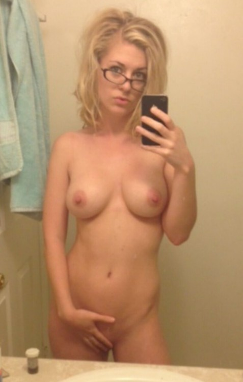 Naked Selfies, Girls Wearing Glasses 7 Pics - Real Girls -5712
