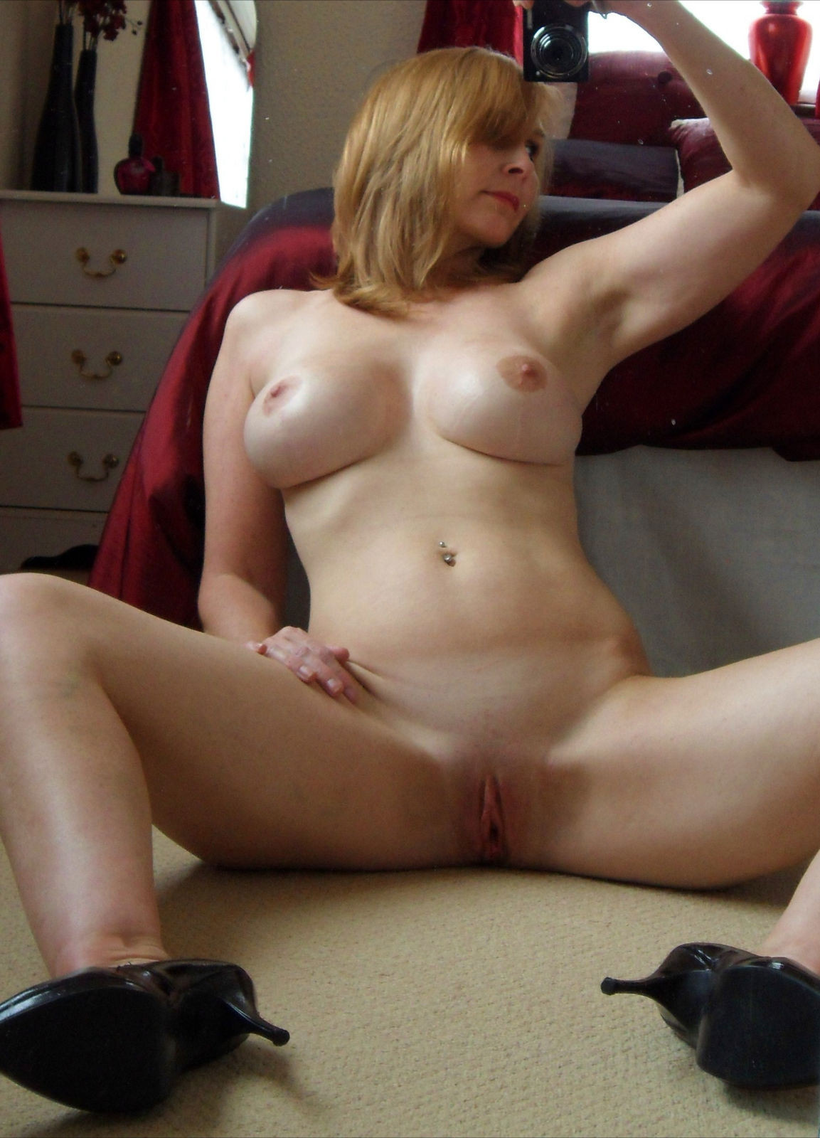 my best friends mom naked photos